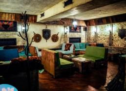 Дизайнерская мебель из поддонов + подушки в велюровых чехлах в Бар Игра Престолов