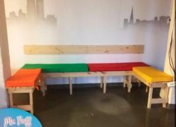 Скамейка + разноцветные подушки из поролона с завязками к ней для Реккрутингового агенства